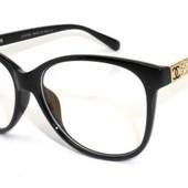 Шикарные имиджевые очки как финальный аккорд любого образа!
