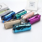 Трендовые стильные сумочки и косметички в паетках