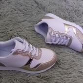 Очень классные кроссовки, уже на Украине, скоро получаю!
