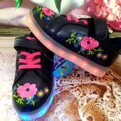 Модные кроссовки с юсб зарядкой-отправка в понедельник