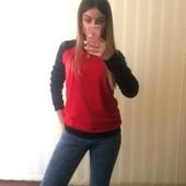 Очень красивый, насыщенный свитшот красный с черным!!! Качество супер!!!
