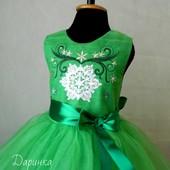 Новорічні костюми,сукні. Малюнок вишивка. Пошив. Можливо  в іншому кольорі і з іншим малюнком.