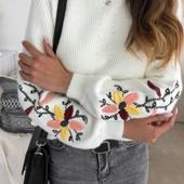 свитера с вышивкой на рукавах