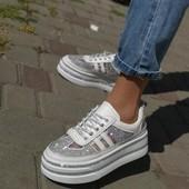 Кожаные кроссовки на платформе летние